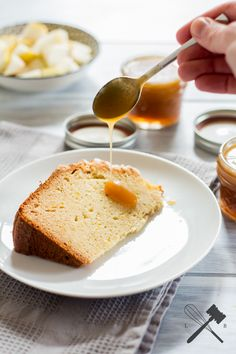 easy peasy butterscotch Creme - einfache Karamellsoße - http://www.lawofbaking.com/2016/01/Easy-Peasy-Butterscotch-Sauce.html
