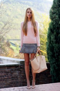 Houndstooth, Pied de Poule skirt, pink pastel sweater, fall outfit