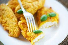 Golosissime fettine di tacchino in crosta, perfette per una cena in famiglia da accompagnare con verdure o patate arrosto.