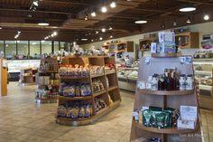 Projet Fromagerie Mirabel, speciality store, brown ceiling, boutique spécialisé, plafond foncé.