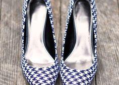 Confira nesse passo a passo como é possível customizar o sapato forrando com tecido.