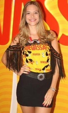 Look de Juliana Paiva com abadá customizado para o Carnaval! Veja mais dicas e inspirações em: goo.gl/6ssZ5X