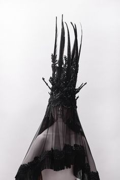 "MELUSINA"" BY JAY BRIGGS An otherworldly headpiece collection celebrating a mythical river spirit. A Melusina or Melusine is a feminine creature from European myth. Halloween Zombie, Dark Fashion, Fashion Art, Dark Side, Wave Gotik, Mode Sombre, Tableaux Vivants, Jolie Photo, Dark Beauty"