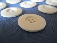 30 Stück Wäscheknöpfe 4 Loch Cremfarben,Durchmesser ca.22 mm,Neu,Lübecker Knopfmanufaktur von Knopfshop auf Etsy