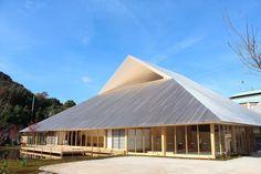 Hiroshi Sambuichi - Google Search Asian Architecture, Wooden Architecture, Temple Architecture, Vernacular Architecture, Contemporary Architecture, Architecture Details, Interior Architecture, Facade Design, Roof Design