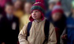 Anchetă în plină derulare în comuna ieşeană Focuri, acolo unde un copil de 10 ani a dispărut de acasă în luna ianuarie şi a fost găsit fără suflare două săptămâni mai târziu.    Procurorii de la Parchetul de pe lângă Judecătoria Hârlau au deschis dosare penale pe numele tatălui şi învăţătoarei, pe care îi acuză de rele tratamente aplicare minorului. Bărbatul este acuzat că şi-a bătut frecvent băiatul de 10 ani, pe care îl trimitea la şcoală doar pentru a încasa alocaţia. Ronald Mcdonald, Fictional Characters, Fantasy Characters