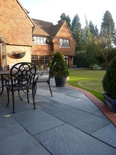 Blue Black Slate Paving is well suited to both traditional and contemporary designs. We think it compliments the red brick edging here really nicely. Brick Border, Brick Edging, Slate Paving, Paving Stones, Garden Ideas 2018, Paving Ideas, Garden Paving, Brick Patios, Red Bricks