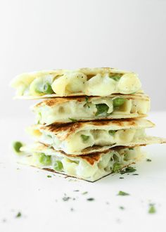 White Cheddar and Peas Macaroni and Cheese Quesadilla | http://www.thekitchenpaper.com/white-cheddar-peas-macaroni-cheese-quesadilla/