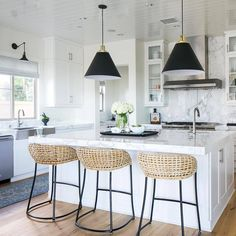"""901 Likes, 7 Comments - Style Me Pretty Living (@smpliving) on Instagram: """"@beckiowens, design guru, back at it again with this chic kitchen! #SMPLoves 