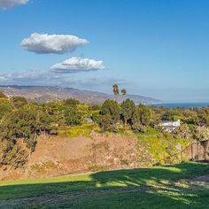 Can you imagine walking out your back door to these breathtaking views?! #6722DumeDr sits on just over one acre is available for rent AND comes with a Little Dume Beach key. Your beach chair called and wants you to come down!  To learn more about this #malibu rental please click the #linkinbio |  #maliburealestate #thebu #malibuhomeforrent  #viewproperty #forlease #luxuryrental  #southerncalifornia #silvahameline #remaxelite #silvahamelinerealestate Malibu Beach House, Walk Out, Back Doors, Surfs Up, Beach Chairs, Southern California, Acre, Golf Courses, Walking