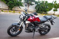 Lakhs (Ex-Showroom Bangalore), the is a neat motorcycle with great overall fit and finish. It is a handsome looking, matured single cylinder 300 cc motorcycle. Honda Motorcycles, Cars And Motorcycles, Gernal Knowledge, Honda Cb, Cool Toys, Bike, Street, Beauty, Honda Bikes