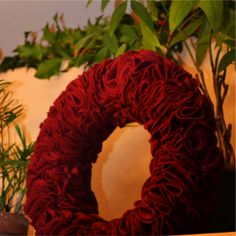 Felt Wreath Tutorial - I would totally use a circle cutter for this & not draw them like shown in the post.  4 hours?!?  No thank you!