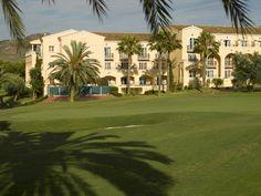El Hotel Príncipe Felipe 5*, situado junto a 2 campos de golf. Las confortables habitaciones y apartamentos en Las Lomas Village 4*, muy cerca del Spa y la villas repartidas por todo el complejo son las opciones que podrá elegir. La Manga Club Resort : Dirección: Urb. La Manga Club, Calle Golf, s/n, 30389 Los Belones, Cartagena, Murcia (España) Teléfono 968 331 234 http://lamangaclub.es/