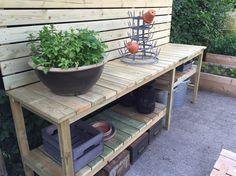 Bilderesultat for plantebord Potting Bench Plans, Potting Tables, Greenhouse Shed, Garden Design, House Design, Building Furniture, Diy Sofa, Back Patio, Garden Table