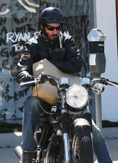 Keanu Reeves Photo - Keanu Reeves Takes It Easy On His Chopper