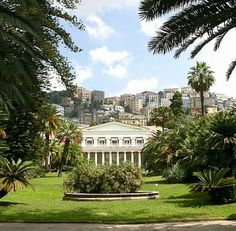 VILLA PIGNATELLI, located in the center of Naples, is still today one of the most beautiful villas of the city!