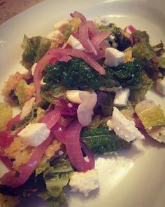 #salad #goatscheese #almond #recipe #onion #oliveoilrecipes Goat Cheese Salad, Goats, Onion, Almond, Salads, Chicken, Vegetables, Healthy, Recipes
