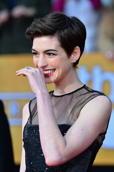 More pics of anne hathaway pixie cute hairstyles стрижка, во Anne Hathaway Haircut, Anne Hathaway Short Hair, Bob Hairstyles For Fine Hair, Pixie Hairstyles, Pixie Haircut, Pixie Bangs, Short Pixie, Pixie Cut, Asymmetrical Bob Haircuts