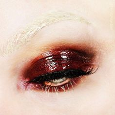 or this. glossy eyes is a trend + it looks a bit messy but chic. I can try it with dark lipstick/pencil and lipgloss. w/out lashes!