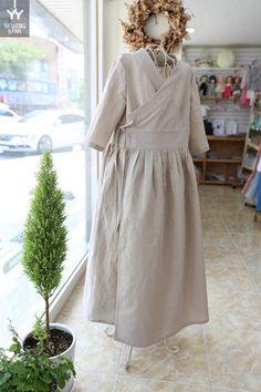 쏘잉별 주문제작 시원한 여름린넨 원피스들고객님들 주문건으로 모아서 보여드려요 종류별 색상별 원피스와... Korean Traditional Dress, Traditional Dresses, Hijab Stile, Modern Hanbok, Sweet Dress, Korean Outfits, Hijab Fashion, Cosplay Costumes, Couture