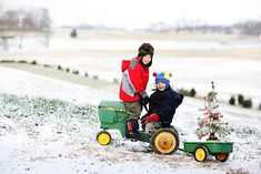 love this idea for a Christmas pic but red tractors Baby Christmas Photos, Xmas Photos, Christmas Portraits, Toddler Christmas, Winter Photos, Christmas Minis, Boy Photos, Christmas Photo Cards, Cute Photos