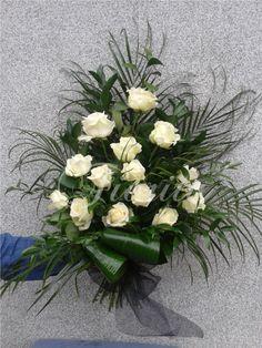 Smuteční kytice z bílých růží Floral Wreath, Praha, Wreaths, Plants, Gardening, Home Decor, Flower Arrangements, Floral Crown, Decoration Home