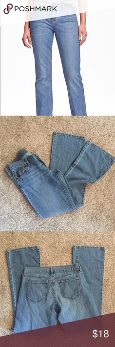 """Old Navy """"The Flirt"""" jeans Size 4 short great condition jeans. No fraying, stains or rips. Old Navy Jeans Straight Leg"""