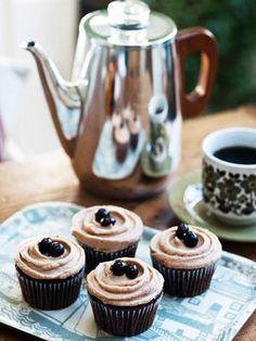 【ELLE a table】モカ・カップケーキ(チョコレート・バタークリーム乗せ)レシピ|エル・オンライン
