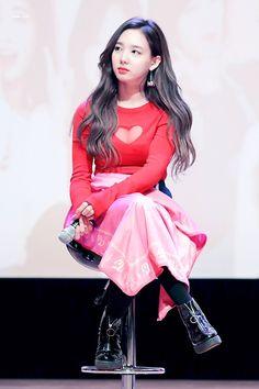 South Korean Girls, Korean Girl Groups, Asian Woman, Asian Girl, Nayeon Twice, Dahyun, Im Nayeon, Most Beautiful Faces, Queen