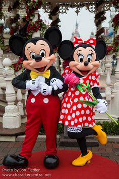 Mickey & Minnie at the Main Street Gazebo at Disneyland Paris #DLRP #DLP #Disney