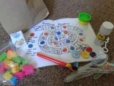Summer prayer bags for families. Some great ideas on helping kids learn to pray (3-7yrs). Prayer games.