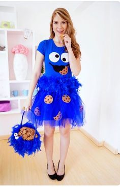 12 DIY Halloween costume for women. Try these easy DIY costume to spark at Halloween nights party. These 12 beautiful Halloween costume for girls will give you lots of goosebumps. Jupe Halloween, Best Diy Halloween Costumes, Easy Diy Costumes, Hallowen Costume, Homemade Costumes, Creative Costumes, Halloween Ideas, Group Halloween, Easy Adult Halloween Costumes For Women
