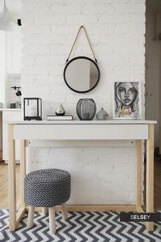 Console with drawer. Style At Home, Diy Design, Queen, My New Room, Home Fashion, Entryway Bench, Modern, Sweet Home, New Homes
