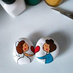 Magnetlerim #taşboyama #stoneart#painting#magnet#pebbleart#taşboyamasanati#rockart#gelin#damat#handicraft#elboyamal#elyapimi#stonepainting#art#follow#nikahşekeri#design #stone#hediye#elsanatları#handmade#stonepainting #rockpainting#sanat