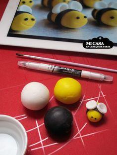 Cómo hacer abejitas de fondant para cupcakes y tartas. Bee toppers for cakes and cupcakes. www.micasaencualquierparte.com