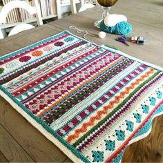 Granny Square Crochet Bag Free Pattern from B. Crochet Quilt, Afghan Crochet Patterns, Crochet Home, Baby Blanket Crochet, Manta Mandala, Crochet Lingerie, Crochet Headband Pattern, Tutorial Crochet, Manta Crochet