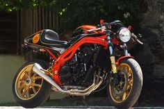 A beautiful (if poorly named) Speed Triple done up cafe style.