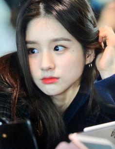 Extended Play, South Korean Girls, Korean Girl Groups, Hot Pink, Olivia Hye, Adore You, Sweet Nothings, Ulzzang Girl, Girl Photos