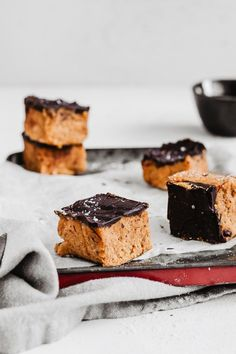 delicious vegan gluten-free healthy pumpkin fudge with chocolate Pumpkin Fudge, Healthy Pumpkin, Pumpkin Recipes, Fall Recipes, Sweet Recipes, Dessert Recipes, Desserts, Fruit Smoothies, Creative Food