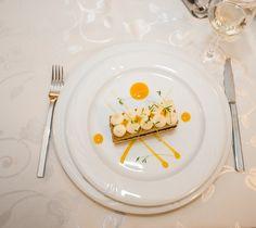 Albinuța - cremă de gris cu sos de mango | Restaurantul Jack - Remetea Mare Sauvignon Blanc, Mango, Decorative Plates, Tableware, Gray, Alcohol, Manga, Dinnerware, Dishes