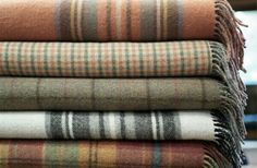 I loooove wooly tartan blankets SO much!