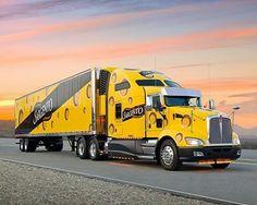 — Kenworth custom with matchin reefer Heavy Duty Trucks, Big Rig Trucks, Heavy Truck, Semi Trucks, Cool Trucks, Custom Peterbilt, Kenworth Trucks, Semi Trailer Truck, Western Star Trucks