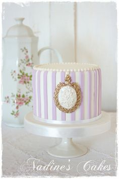 Victorian grace by Nadine's Cakes & My little white home, via Flickr