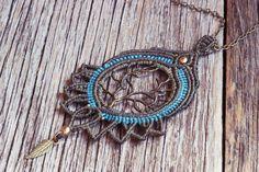 Lotusblüten makramee Halskette in Oliv und türkisblau, Baum des Lebens, Halskette mit Blatt von JoyMadebySahraJoy auf Etsy https://www.etsy.com/de/listing/274327390/lotusbluten-makramee-halskette-in-oliv