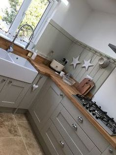 Fetching Kitchen with island cooktop kitchen remodel cost ideas and Small kitchen renovation before and after. Cottage Kitchens, Grey Kitchens, Cool Kitchens, Kitchens Uk, Small Cottage Kitchen, Narrow Kitchen, Home Decor Kitchen, Kitchen Interior, New Kitchen