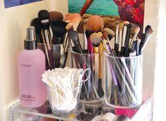 Annie Jaffrey: Desk & Makeup Tour!