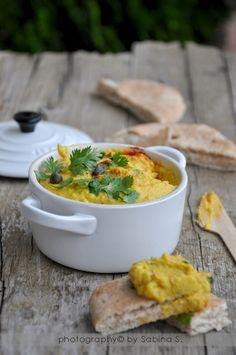Due bionde in cucina: Hummus con capperi e coriandolo