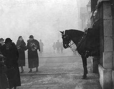 25 December 1937: Whitehall. | 26 Haunting Photos Of The London Fog