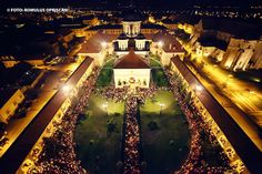 Holy Saturday Night in Alba Iulia Easter traditions Holy Saturday, Saturday Night, Capital Of Romania, Catholic Easter, Easter Traditions, Catholic Traditions, Palm Sunday, Winter Sun, Holy Week