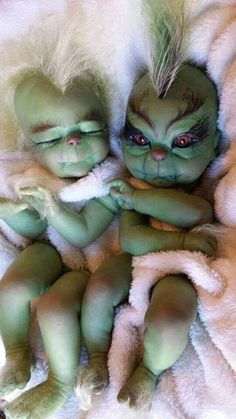 Wee little grinches❤ Grinches of the past cute or repulsive? Grinch Toys, Le Grinch, Grinch Stole Christmas, Grinch Baby, Merry Christmas, Christmas Decor, Halloween Doll, Halloween Costumes, Grinch Costumes